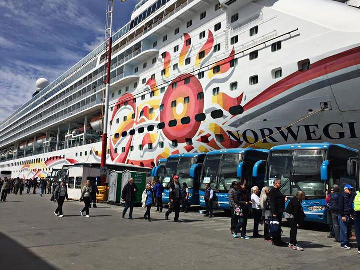 Crucero en el Puerto de Ushuaia Tolkeyen Patagonia Turismo