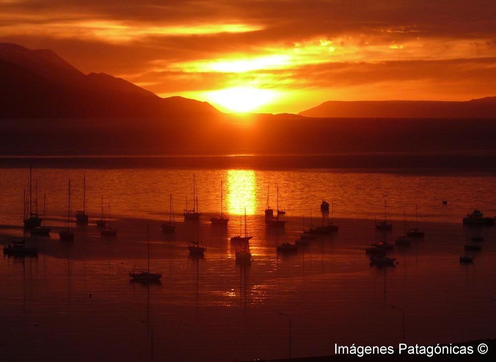 Amanecer en el Canal Beagle Tolkeyen Patagonia